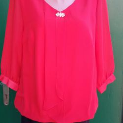 Блуза жіноча з брошкою