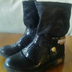Boots for a girl 27р.
