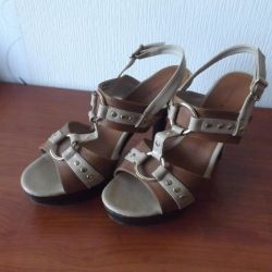 Sandals on a wooden sole size 39