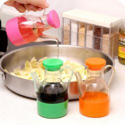Yemeklik yağ veya soya sosu için sürahi.