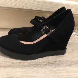 Womens shoes 37