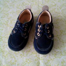 Yeni ayakkabılar.
