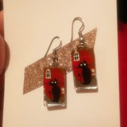 Set of earrings and pendant with