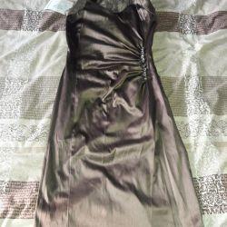Όμορφο φόρεμα από σατέν, χάλκινο χρώμα