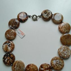 Beads from the fly agate