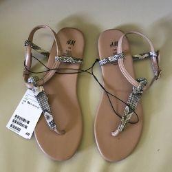 H & M sandale noi cu etichetă