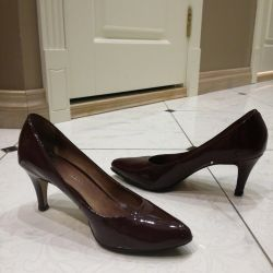 Shoes, leather, lacquered maroon, tervolina