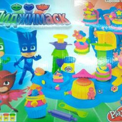 Game set for a molding Masked characters, bakery