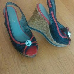Sandals, clogs