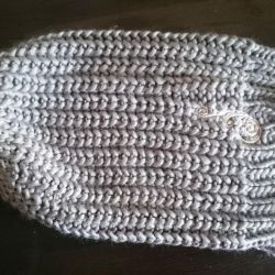 New knitted hat charm