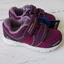 Νέα αθλητικά παπούτσια βίκινγκ
