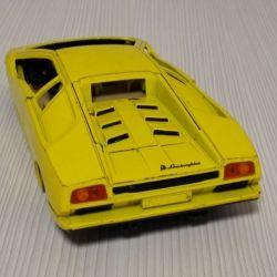 Модель Lamborghini Diablo Yellow на Запчасти