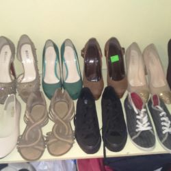 Shoes, sneakers, ballet flats ????
