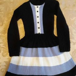 Hand-knitted dress 128