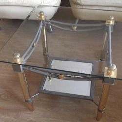 Θα πουλήσω ένα γυάλινο τραπέζι