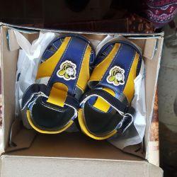 Second-hand children's sandals