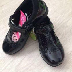 Yeni George ayakkabıları
