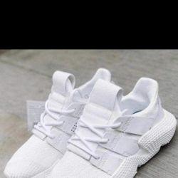 Spor ayakkabı Adidas dünya