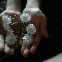 Düğün saç modeli için çiçekler