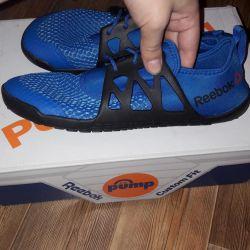 New lightweight sneakers from reebok original !!!