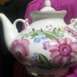 Teapot topping Dobrush porcelain factory