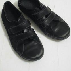 Pantofi școlari. nimic