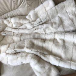 Mink blana blana de zăpadă peste