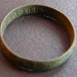 Δαχτυλίδι δαχτυλιδιών δαχτυλιδιών στο εσωτερικό