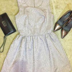 Φόρεμα-καμπάνα.