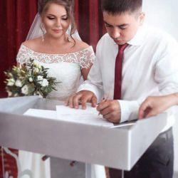 Γαμήλιο φόρεμα. Πώληση ή μίσθωση. Αποκλειστική!