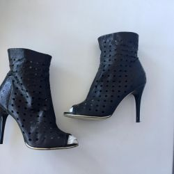 Lightweight leather ankle boots