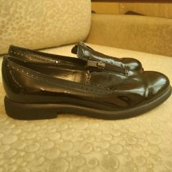 36 size patent leather shoes