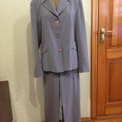 Pantsuit and skirt suit