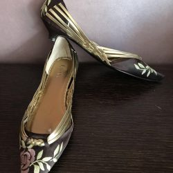 Shoes, silk with embroidery 37