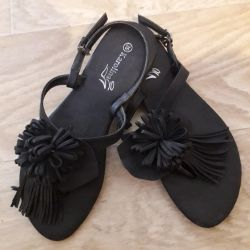 Sandalet, profile bak
