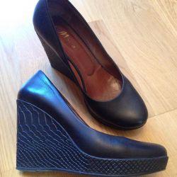 Women's shoes on a platform sole 39 r
