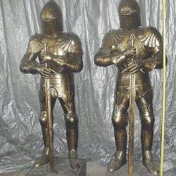 Eski kale-heykel bileşiminin şövalyeleri
