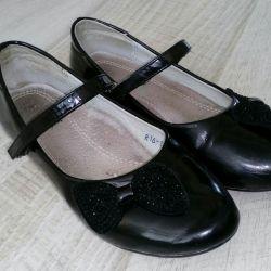 Pantofi r.33