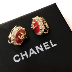 Chanel clips in gold