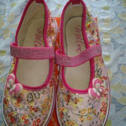 Sneakers for the girl 31 r. F. Milton.