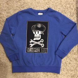 Sweatshirt for a teenager.