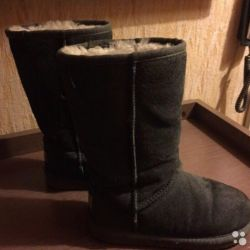 Very cool and warm ugg boots (size 32)