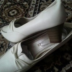Women's shoes size 40 and 41.