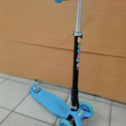 Scooters are new shine wheels, folding handle