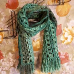 The scarf is green. New.