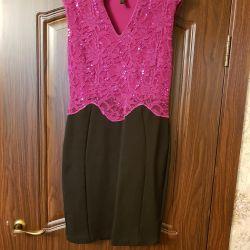 Elbise şenlikli. Boyut 46-48