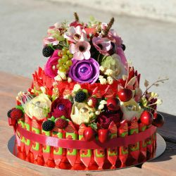 Bouquets, baskets and sweets cakes