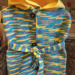 Knitted coat / sleeveless vest with hood