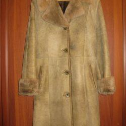Natural female sheepskin coat (Italy)