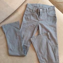 Çocuklar için yeni pantolon